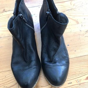 Lucky brand black leather ankle boots bootie Sz 8M
